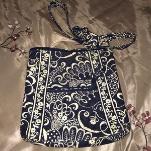 Vera Bradley hipster in twirly bird navy